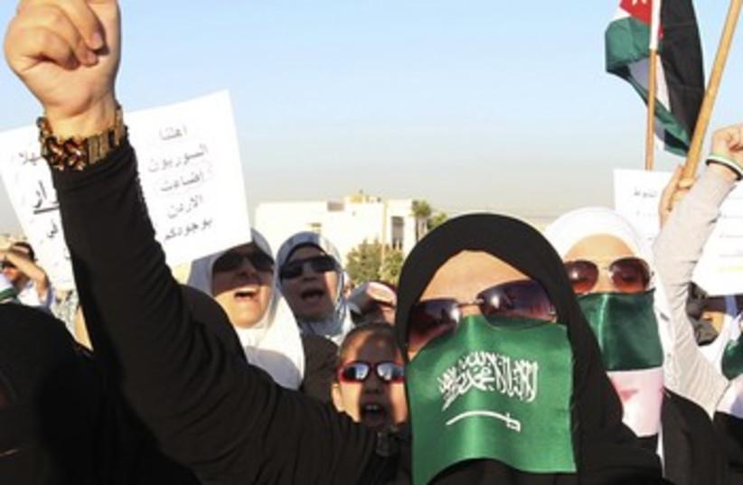 Jordanians, Syrian refugees demonstrate against Assad 370 (photo credit: REUTERS)
