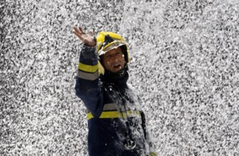 Israeli firefighter 370 (photo credit: REUTERS/Gil Cohen Magen)