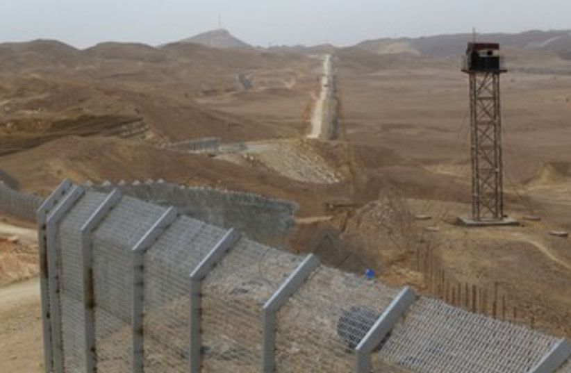 Border between Israel, Egypt along Road 12   (photo credit: REUTERS)
