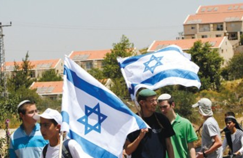 JEWISH ACTIVISTS in front of Ulpana 370 (photo credit: REUTERS)