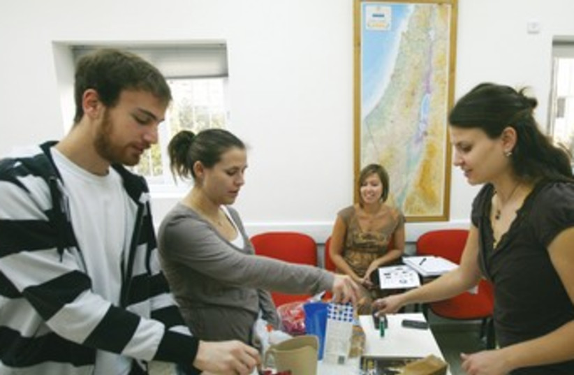 Jewish students 370 (photo credit: REUTERS)