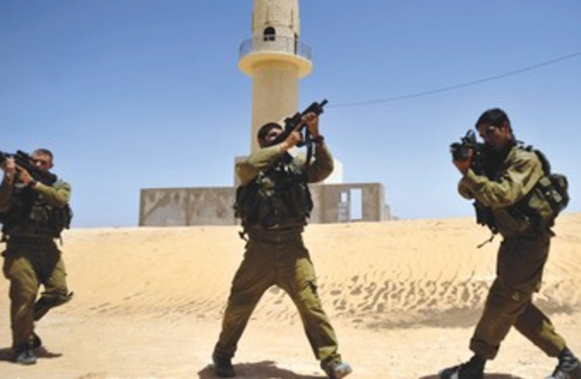 Soldiers take part in an drill in the Negev 370 (photo credit: REUTERS)