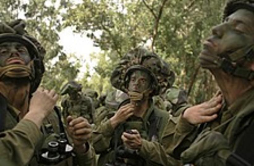 soldiers paint 224 88 (photo credit: AP)