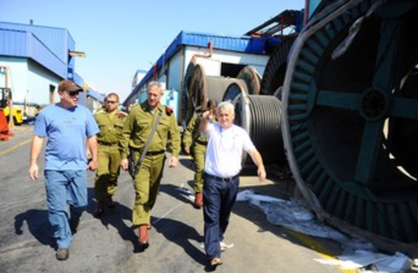 Gantz tours Sderot factory hit by Kassam rocket 370 (photo credit: IDF Spokesman's Office)