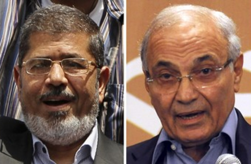 Mohamed Morsy and Ahmed Shafik 370 (photo credit: REUTERS)