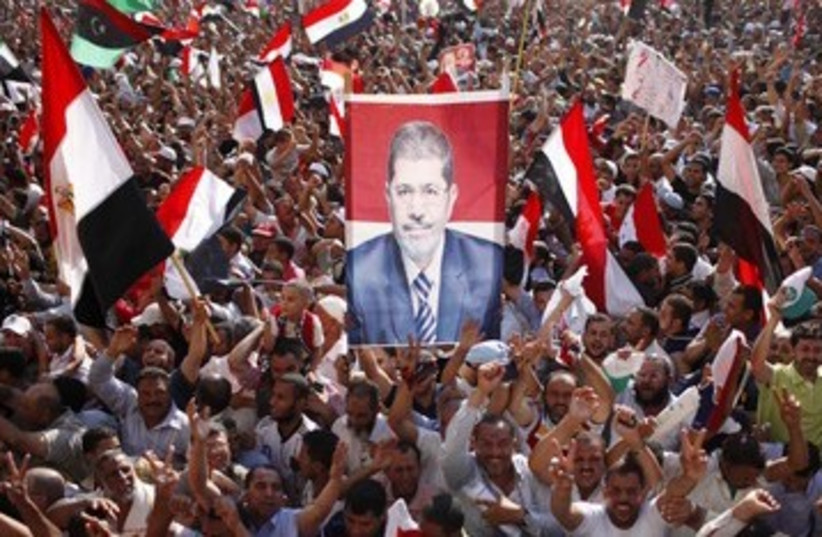 Mohamed Morsy supporters in Tahrir 390 (photo credit: Ahmed Jadallah / Reuters)