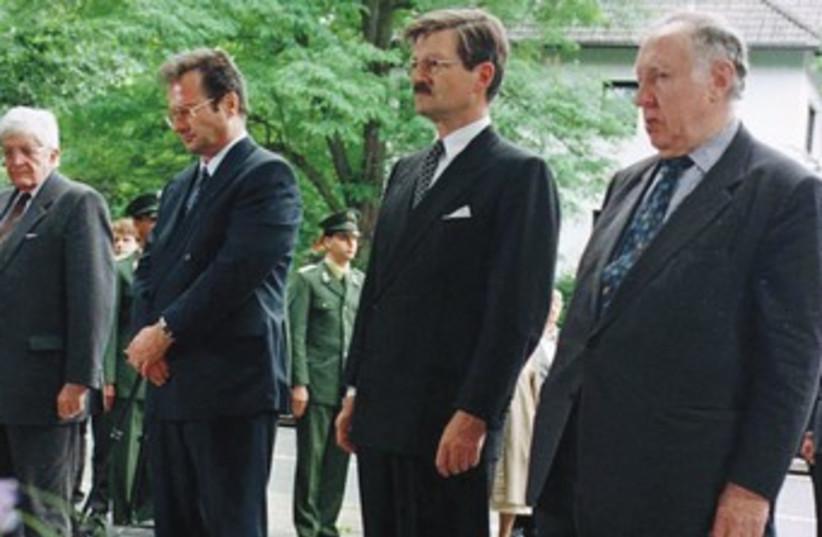 German politicians mourn at Rathenau grave site 370 (photo credit: REUTERS)