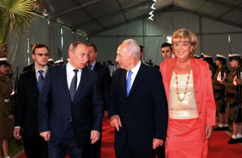 Russian delegation welcomed with honor guard