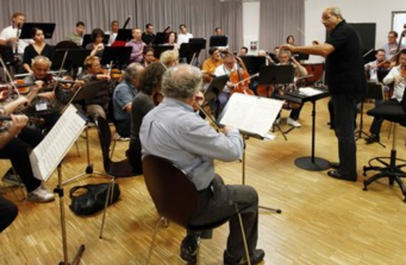 Paternostro conducts the Israel Chamber Orchestra (photo credit: Michael Dalder / Reuters)