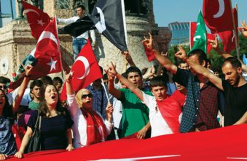 Turkish nationalists wave flags in Istanbul 370 (R) (photo credit: REUTERS)