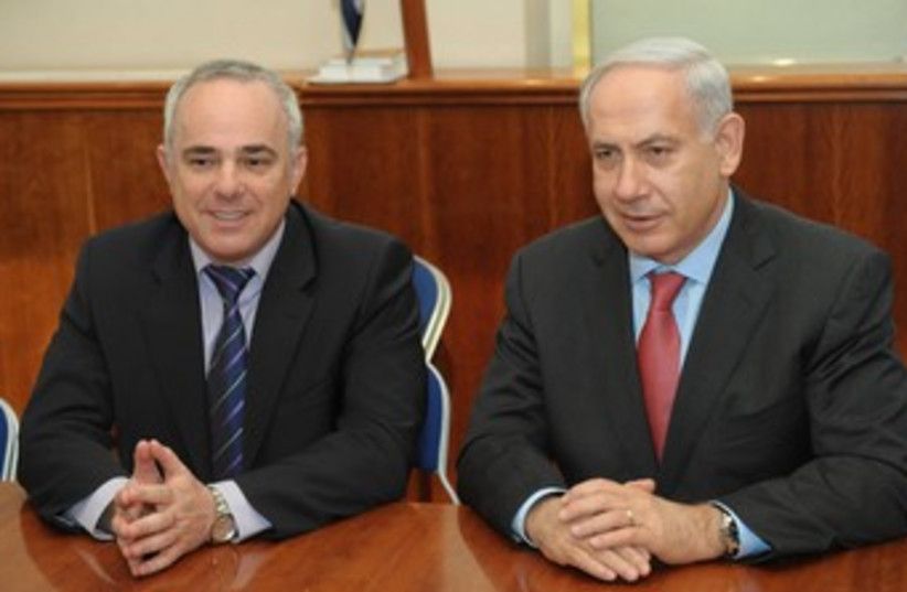 PM Netanyahu and Finance Minister Steinitz 370 (photo credit: Amos Ben-Gershom/GPO)
