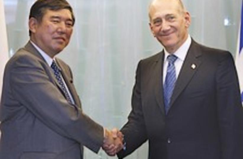 Olmert Japan 224.88 (photo credit: AP)