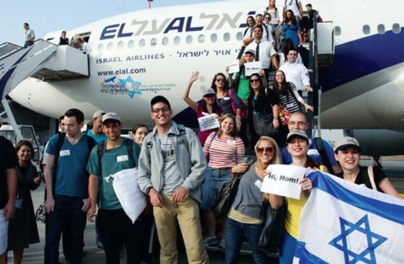 Olim arrive in Israel with Nefesh B'Nefesh  (photo credit: Courtesy Nefesh B'Nefesh)
