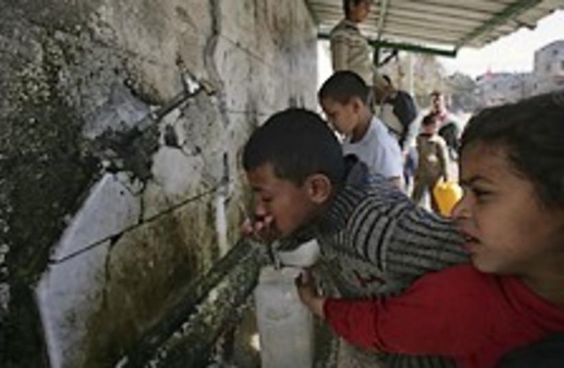 gaza dirty water 224.88 (photo credit: AP)