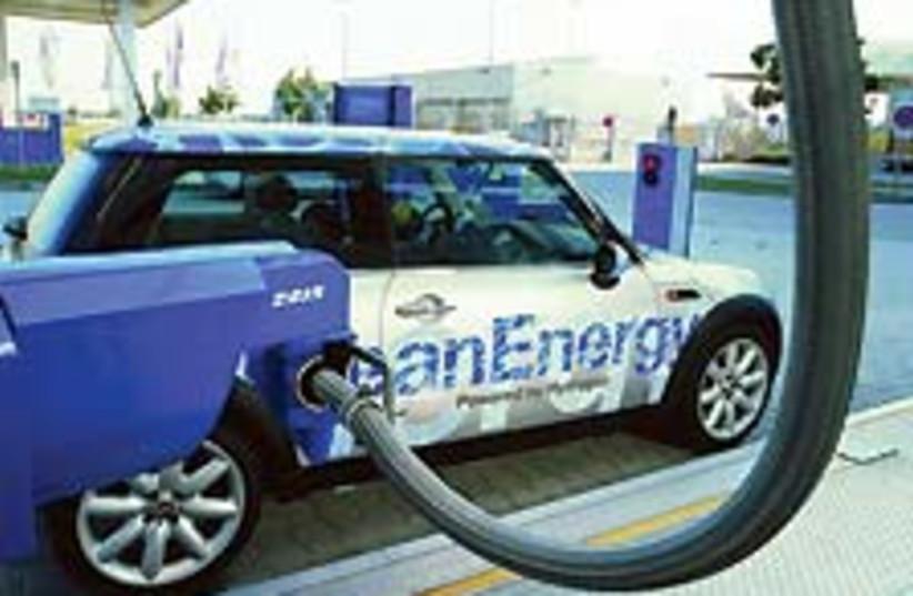 hydrogen car 88 224 (photo credit: USDOE)