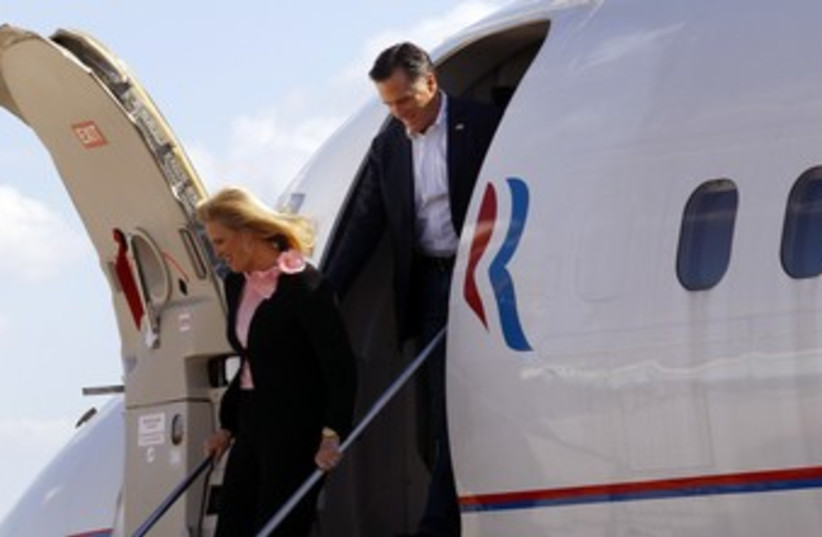 Mitt Romney steps off his campaign plane 370 (R) (photo credit: Brian Snyder / Reuters)