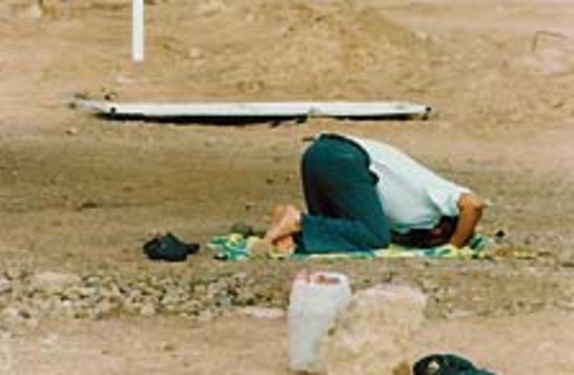 muslime prayer 88 224 (photo credit: Ariel Jerozolimski)