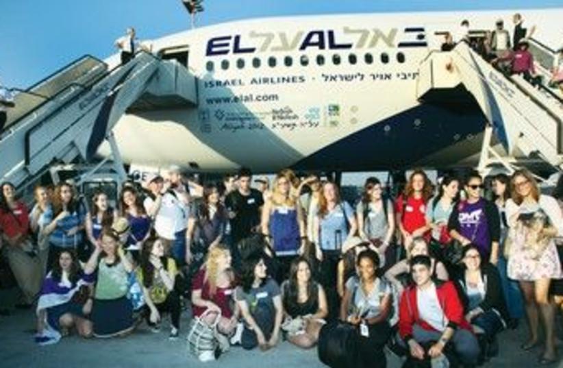 New immigrants pose upon arrival 370 (photo credit: Courtesy of Nefesh B'Nefesh)