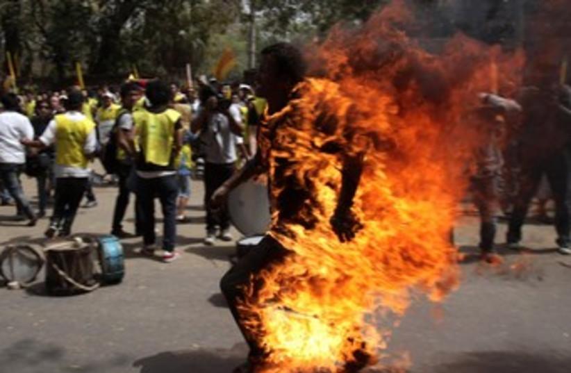 Self Immolation 370 (photo credit: REUTERS)