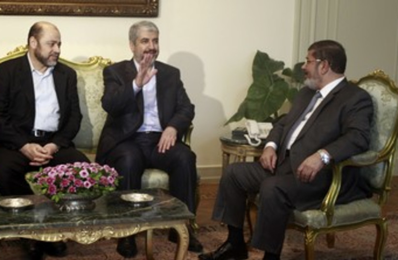 Khaled Mashaal meets Muhamed Mursi in Egypt (photo credit: REUTERS)