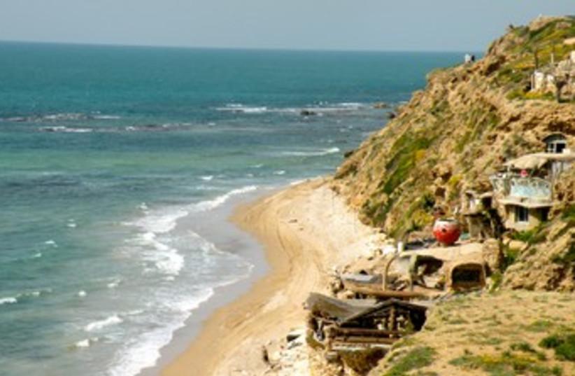 A cliff north of Herzliya 370 (photo credit: Sharon Udasin)