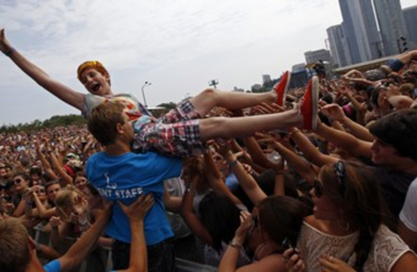 Crowdsurfing at Lollapalooza Chicago 370 (R) (photo credit: Jim Young / Reuters)