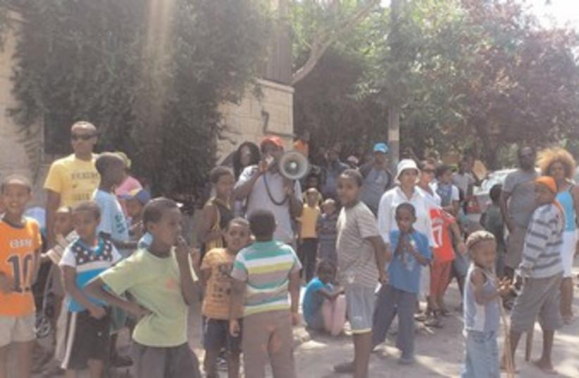 ETHIOPIAN RESIDENTS at Mevaseret Zion 370 (photo credit: Melanie Lidman)