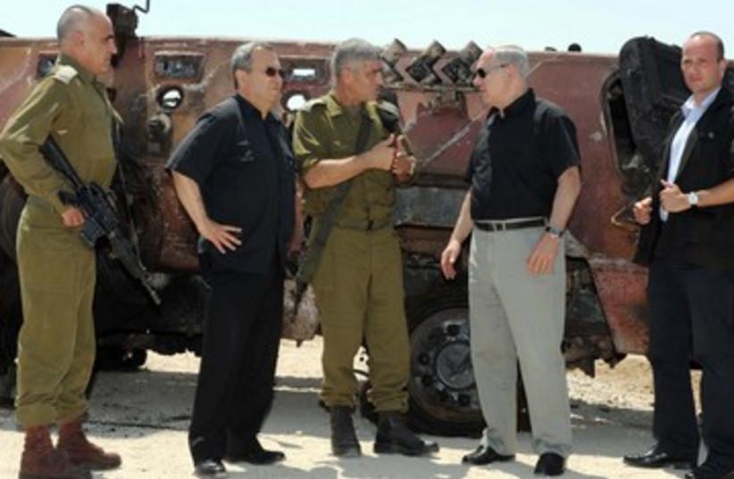 Netanyahu and Barak in Sinai 390 (photo credit: Avi Ohayon/GPO)