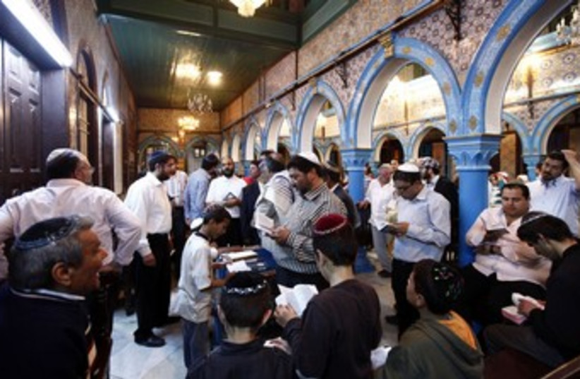 Jews pray in a Tunisian synagogue 370 (R) (photo credit: Anis Mili / Reuters)