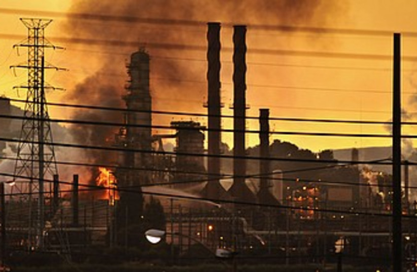 California Oil Refinery Fire 370 (photo credit: reuters/James Edelson)