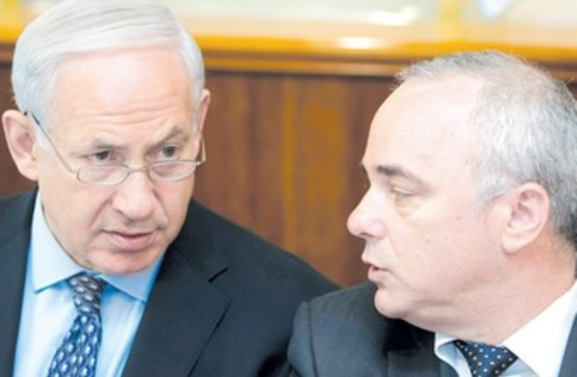 PM Netanyahu, Finance Minister Steinitz 370 (photo credit: Sebastian Scheiner/Reuters)