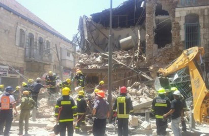 Building collapses in Jerusalem neighborhood Geula 370 (photo credit: Yitzhak Ashraf Jerusalem MDA)