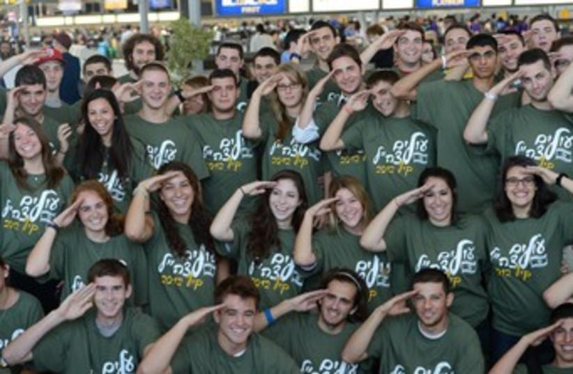 New Israel immigrants ready to join IDF 370 (photo credit: Shahar Azran)