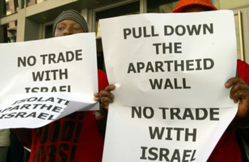 South Africans protest Israel 370 (photo credit: reuters)