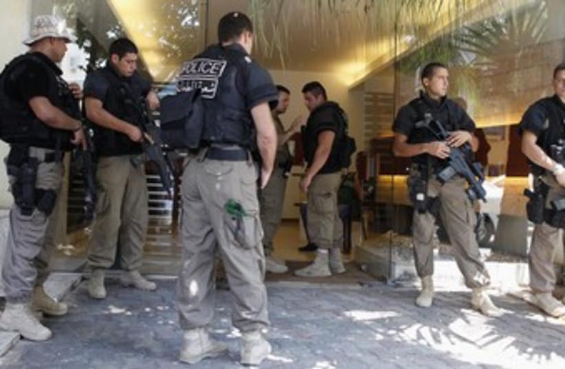 Lebanese police men 370 (R) (photo credit: Mohamed Azakir / Reuters)