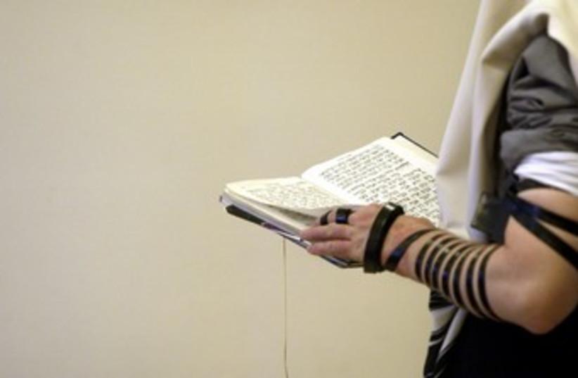 Synagogue prayers (photo credit: Reuters)