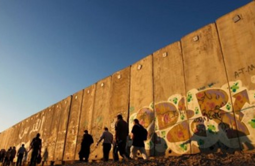 Separation Wall (R370) (photo credit: Reuters/Mohamad Torokman)