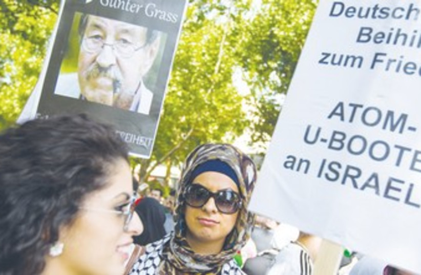 SIX HUNDRED ISLAMISTS march at an Al-Qods Day in Berlin, 370 (photo credit: Thomas Peter/ Reuters)
