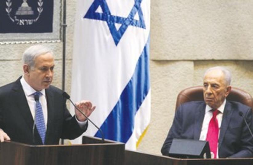Peres and Netanyahu at Press Conference 370 (photo credit: Marc Israel Sellem)