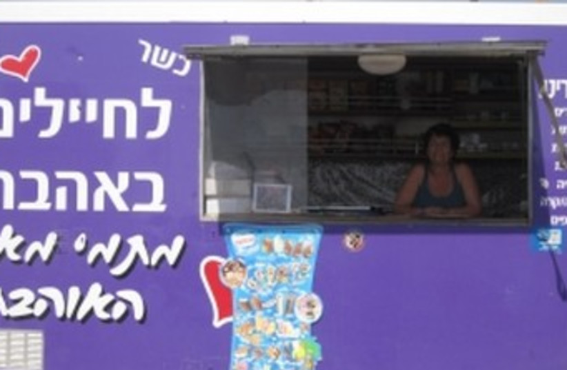 Tami Muyal's food truck on Sinai border 370 (photo credit: Ben Sales/JTA)