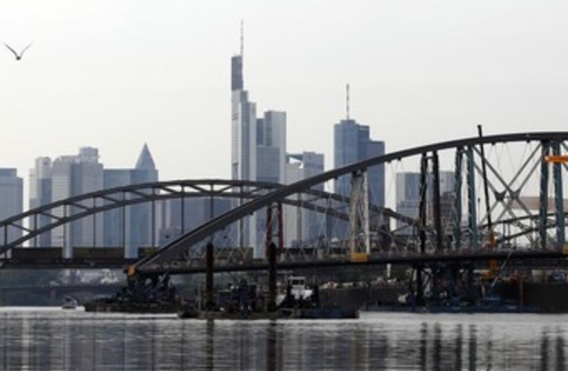 Frankfurt 370 (photo credit: Reuter/Alex Domanski)