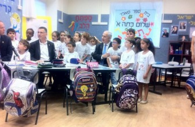 Netanyahu visits with pupils on 1st day of school 370 (photo credit: Courtesy PMO)