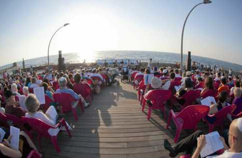 tel aviv port shabbat prayers 521 (photo credit: BEIT TEFILA ISRAELI)