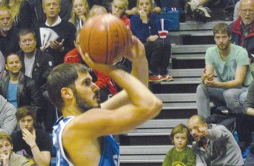 Omri Casspi 370 (photo credit: Israel Basketball Association)