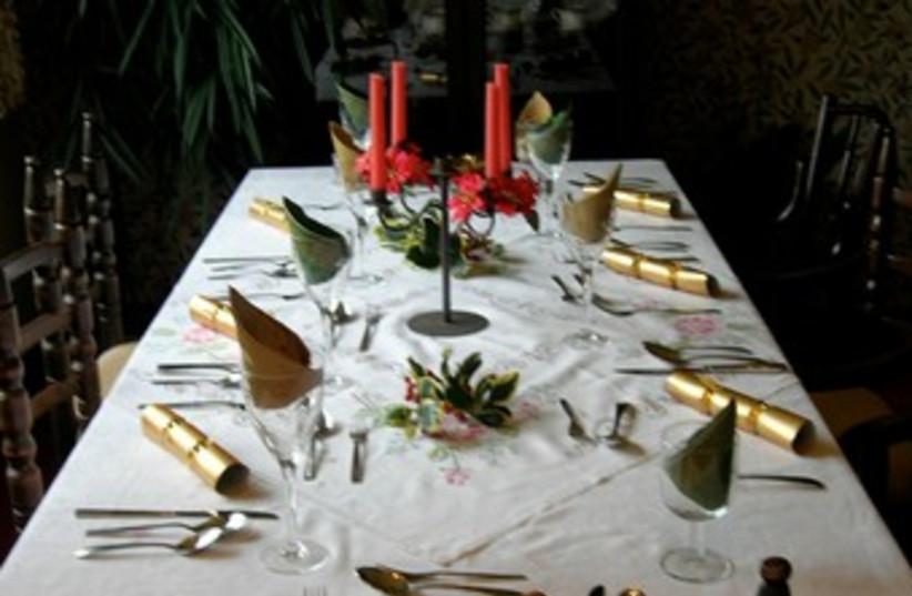 Rosh Hashana table (photo credit: Wikicommons)