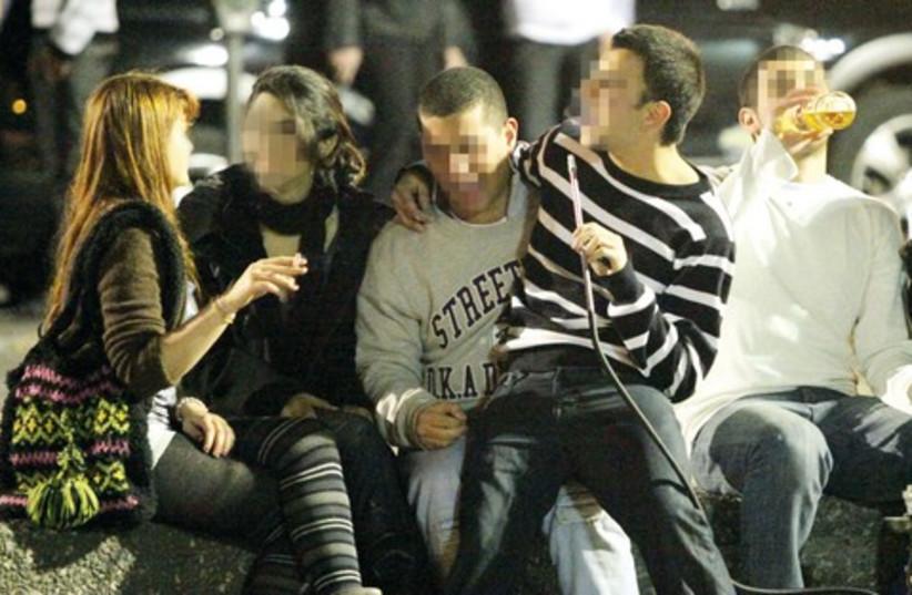 Teenagers drinking and smoking Hookah 521 (photo credit: Ariel Jerozolimski)