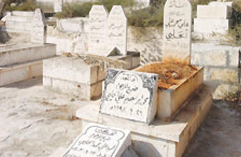 arab graves 88 224 (photo credit: Ariel Jerozolimski)