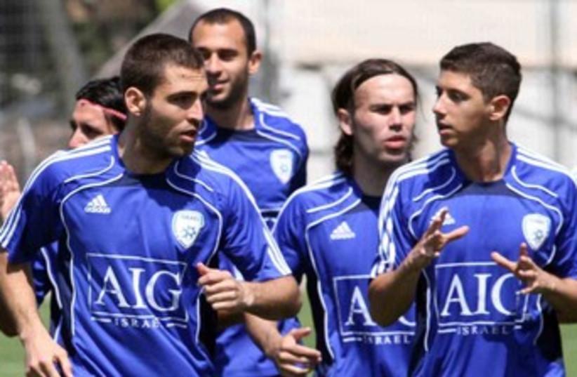 Israeli national soccer team training 370 (photo credit: Adi Avishai)