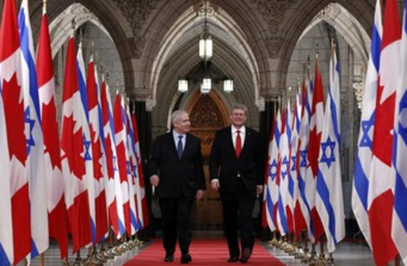 Netanyahu walks with Harper 370 (photo credit: REUTERS/Chris Wattie)