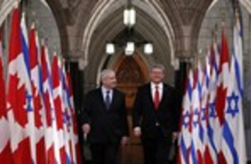 Netanyahu walks with Harper 150 (photo credit: REUTERS/Chris Wattie)